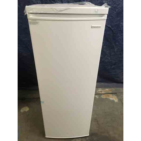 NEW! Upright Freezer, 5.8 cu ft, Freestanding, White