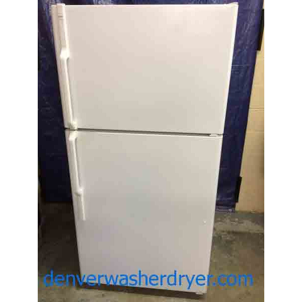Hotpoint Refrigerator 22 Cubic Foot Glass Shelves