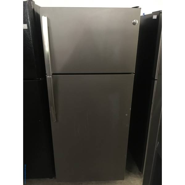 GE Slate Smudge-Proof Finish Refrigerator, Top-Mount, 28″ Wide, 18.0 Cu.Ft. Capacity, Glass Shelves, Quality Refurbished, 1-Year Warranty!