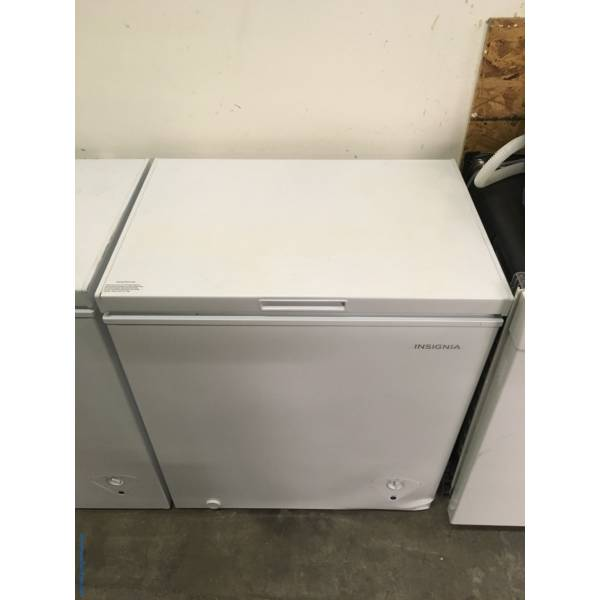 NEW! Insignia Chest Freezer, White, 5.0 Cu.Ft. Capacity, Defrost Drain, Storage Basket, 29″ Wide, 1-Year Warranty!