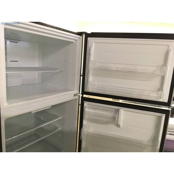 NEW! Insignia Stainless Top-Mount Refrigerator, 3 Glass Shelves, Humidity Control Crispers, 33″ Wide, 1-Year Warranty!