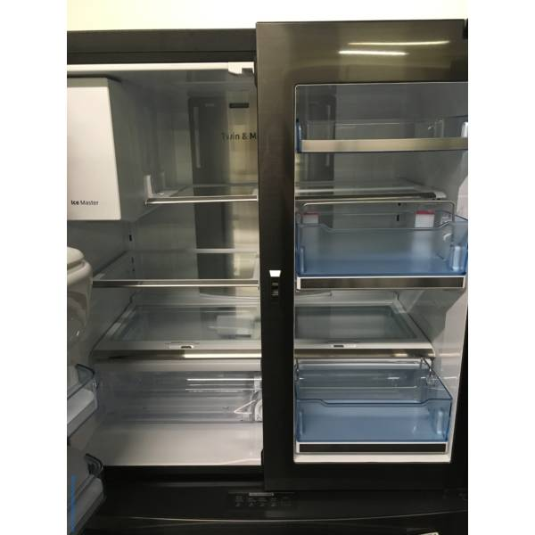 Absolutley Flawless Samsung French Door, Black Stainless Steel Refrigerator 1-Year Warranty