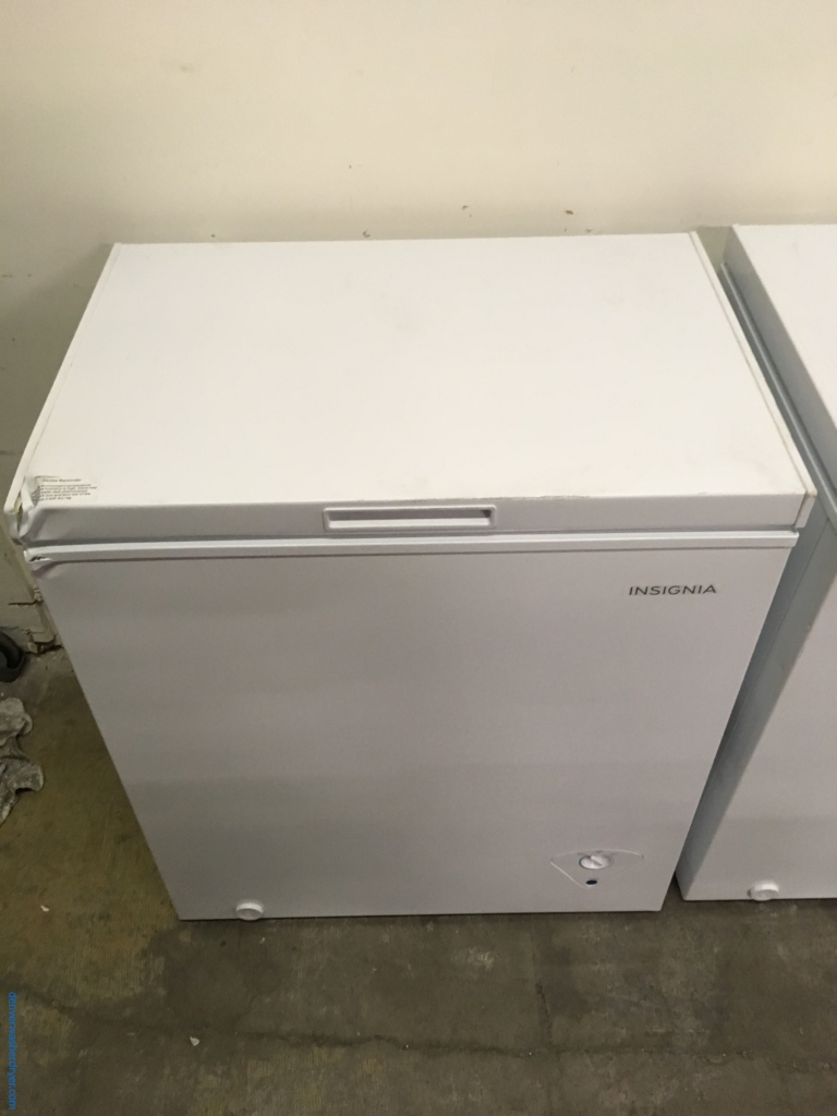NEW! Insignia Chest Freezer, 29″ Wide, White, 5.0 Cu.Ft. Capacity, Storage Basket, Power Indicator Light, 1-Year Warranty!