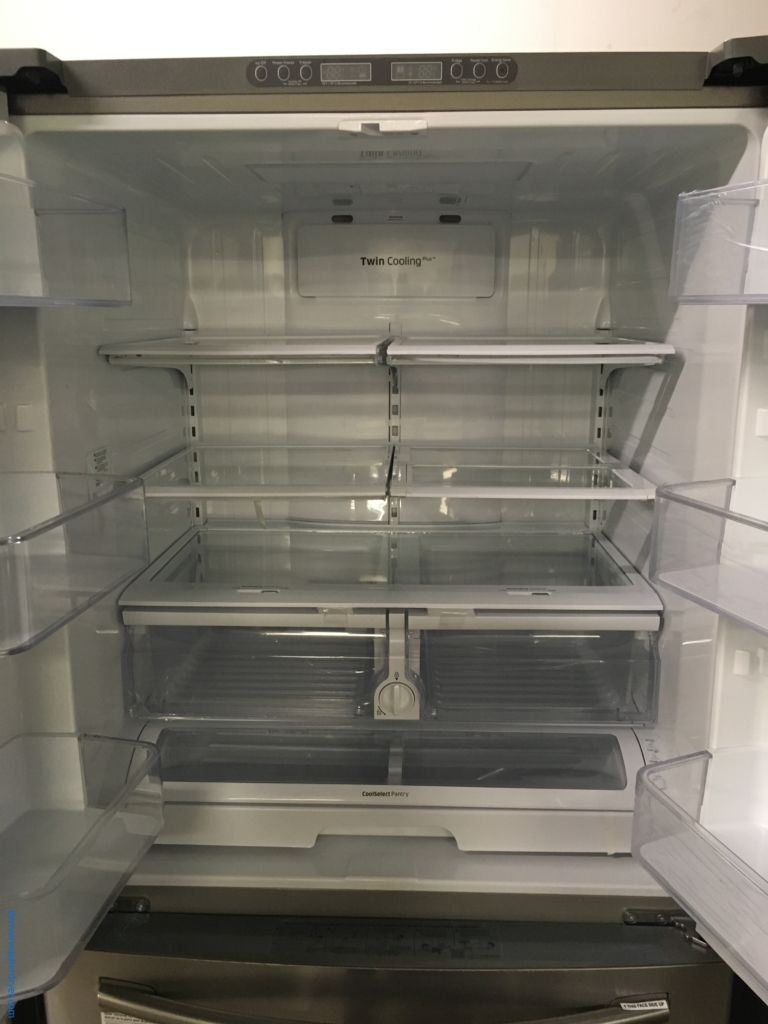 Beautiful Samsung Counter-Depth French-Door Refrigerator, Stainless, Ice-Maker, Inside Water Dispensor, 1-Year Warranty!